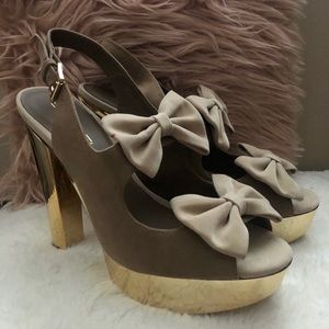 C Label Bow Tan High Heels - Size 8.5
